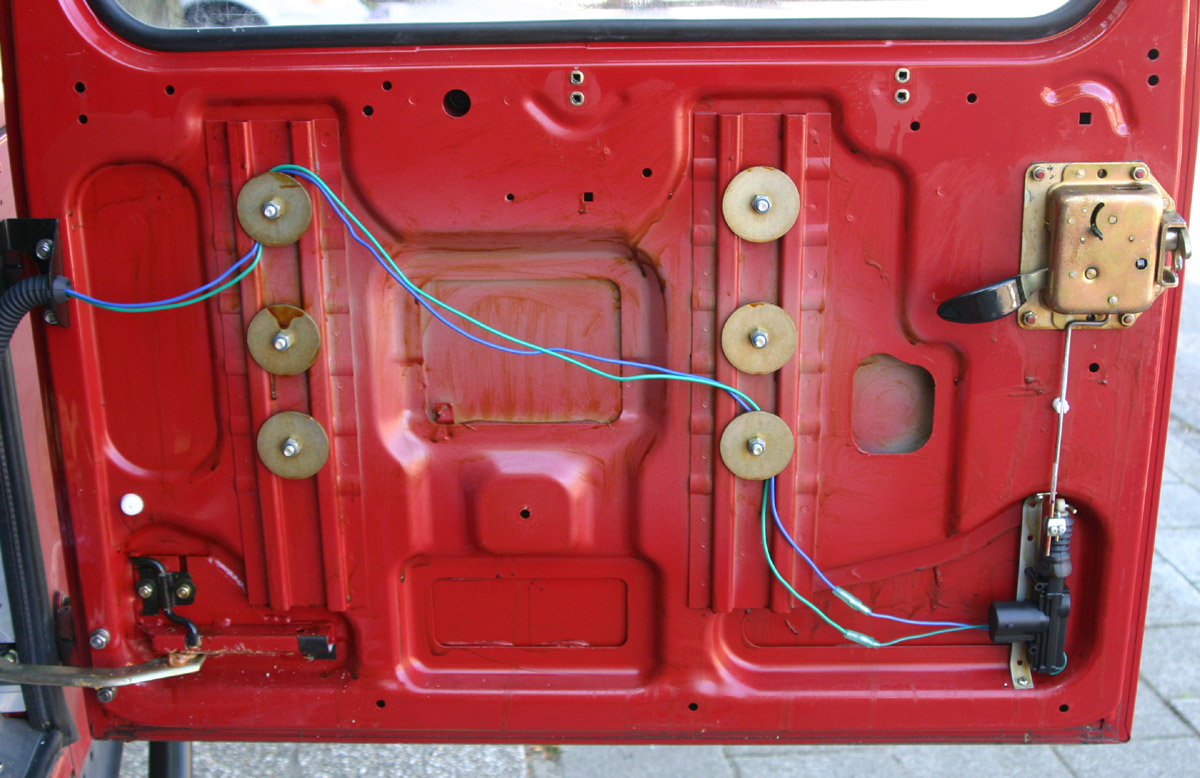 power door lock on old style rear door defender forum lr4x4 rh forums lr4x4 com Land Rover Discovery Radiator Diagram Land Rover Discovery Parts Diagram